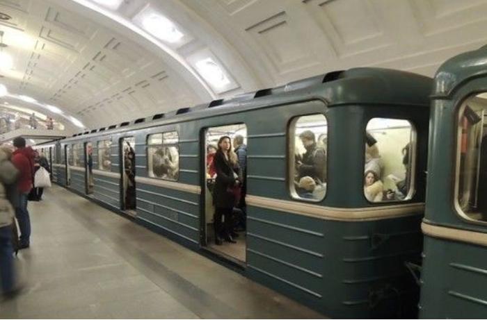 Bakı metrosunda həyəcanlı anlar: tüstülənmə oldu, qatar boşaldıldı - FOTO