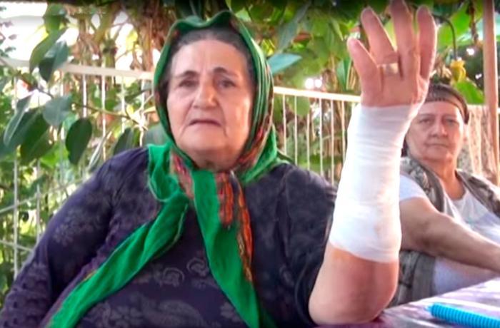 Azərbaycanda qadın ona hücum edən çaqqalı boğaraq öldürdü - VİDEO