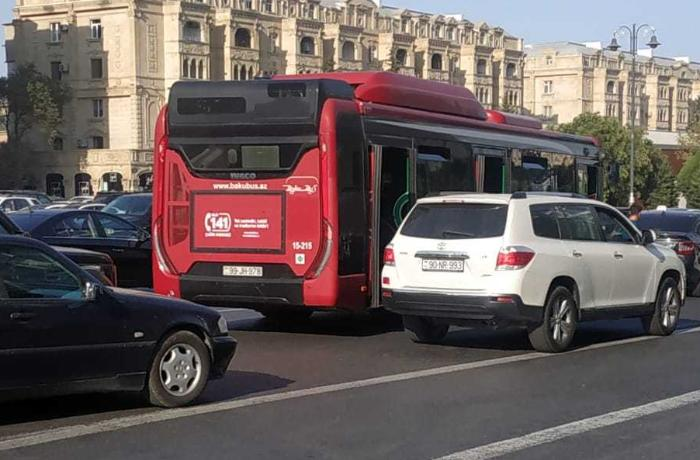 Azerbaijan completely bans use of public and private transport at weekends