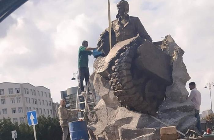 В Баку установили памятник Альберту Агарунову