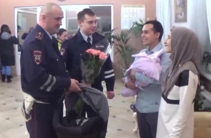 Qadın DYP avtomobilində uşaq dünyaya gətirdi - Rusiyada
