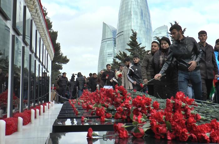 Azərbaycan 20 Yanvar şəhidlərini anır - VİDEO