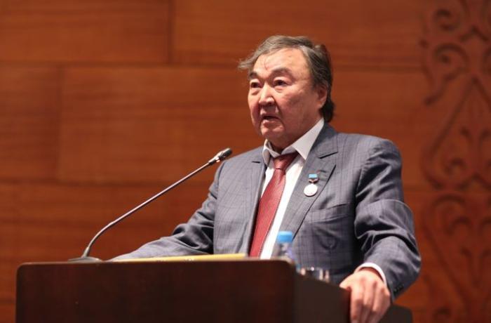 Yazıçı Oljas Süleymanov Almatıda 20 Yanvar faciəsinin anım mərasimində iştirak edib