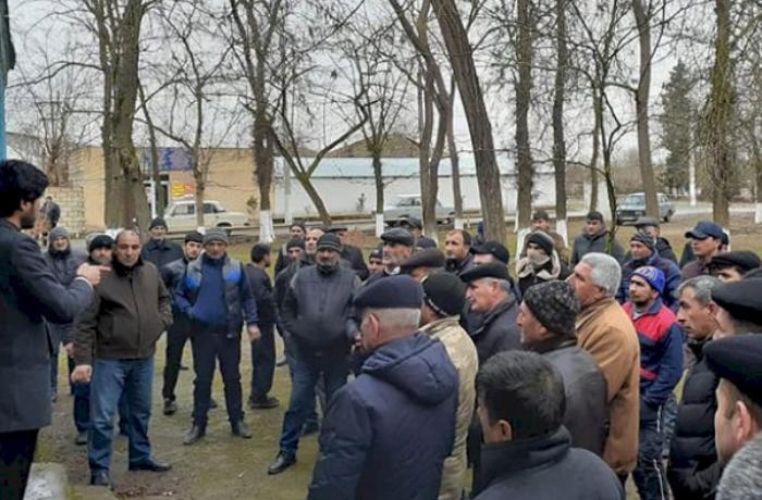 """Azərbaycanda seçici deputatlığa namizədə pul verdi: """"Lazım olar""""..."""