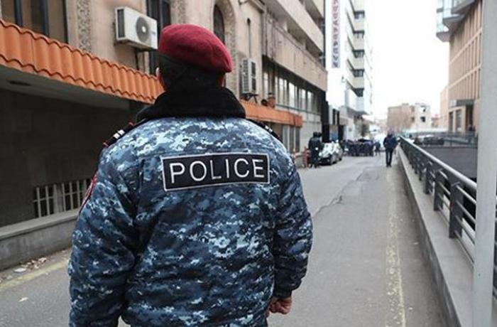 Hostages kept in Yerevan Erebuni Plaza hotel