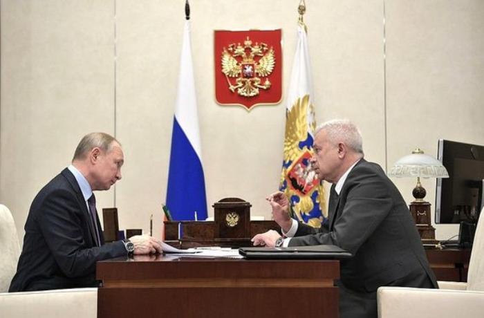 Vladimir Putin azərbaycanlı biznesmendən işçilərinə nə qədər maaş verdiyini soruşdu