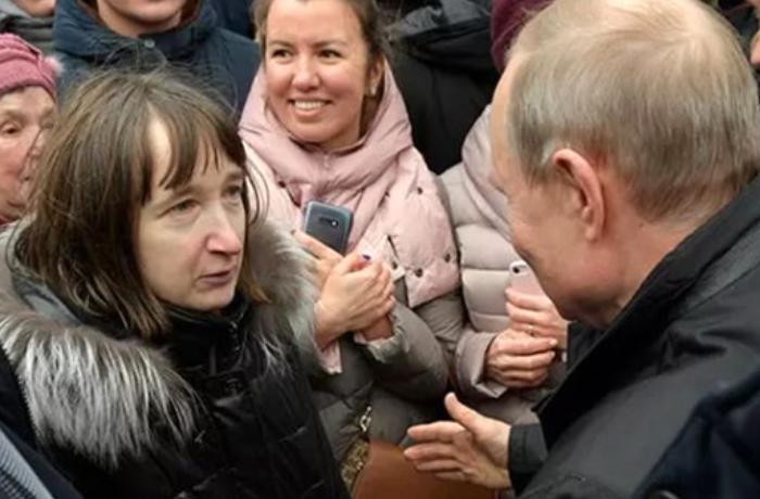 Qadın Putinə yaxınlaşıb sual verdi, prezident utandığından... - VİDEO