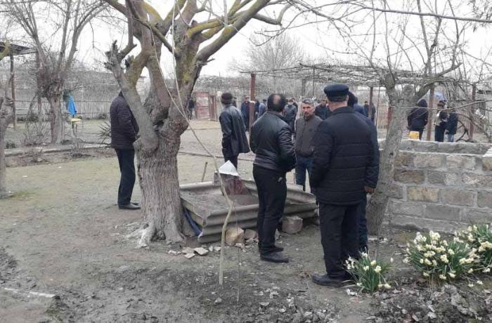 Azərbaycanda ananın meyiti su quyusunda, körpəninki evdə tapıldı - FOTOLAR