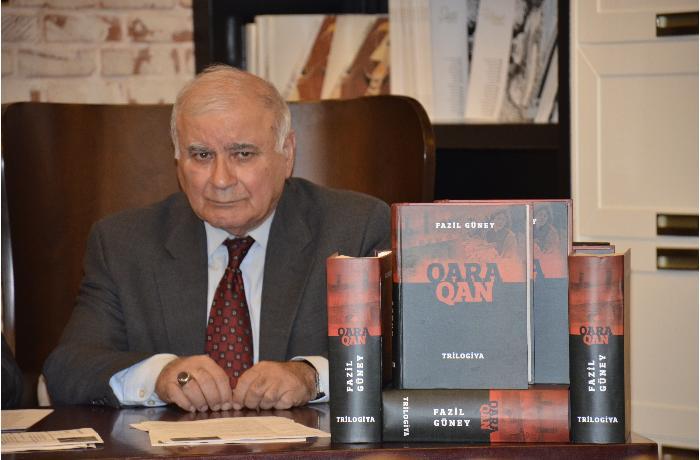 """Fazil Güneyin """"Qara qan"""" tarixi roman-trilogiyasının təqdimatı olub - FOTOLAR"""