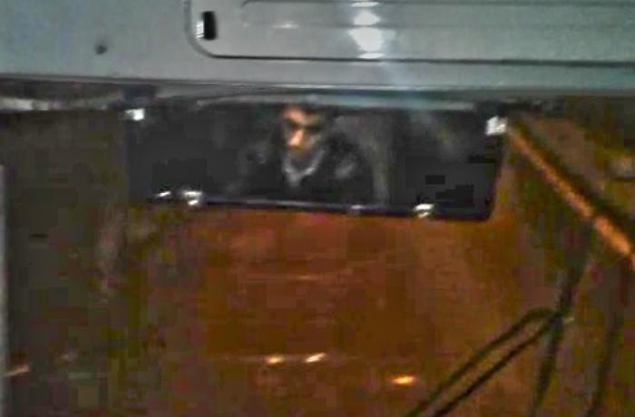 Avtobus sürücüsü sükan arxasında telefonla danışır - VİDEO