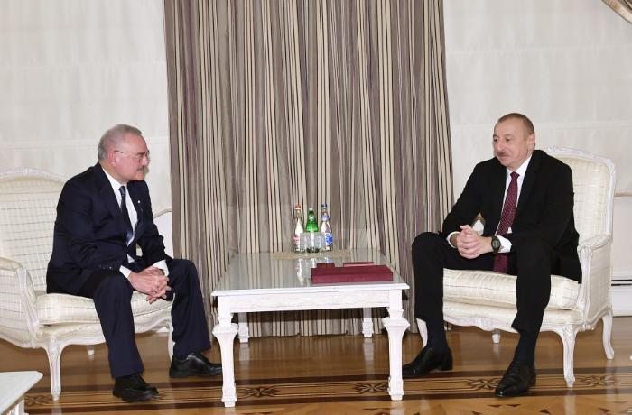 Prezidentin Artur Rasi-zadə ilə görüşü - VİDEO