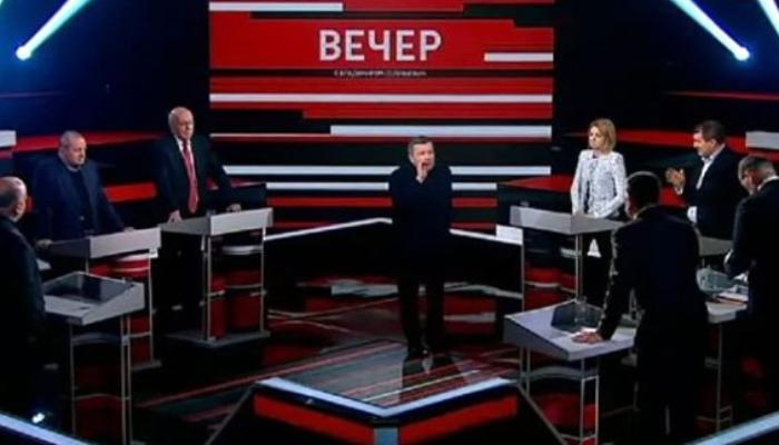 Rusiya televiziyasında şiddətli mübahisə - Sabiq deputat canlı yayımdan qovuldu - VİDEO