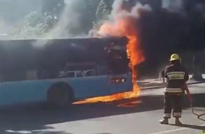 Sumqayıtda sərnişin avtobusu yanıb