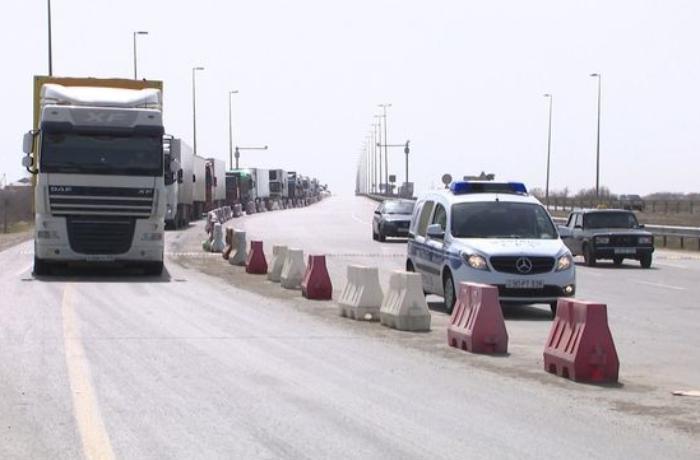 Tranzit yüklər polis əməkdaşlarının müşayiəti ilə hərəkət edir