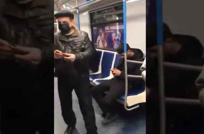Bakı metrosunda tibbi maska satan şəxs saxlanıldı - VİDEO