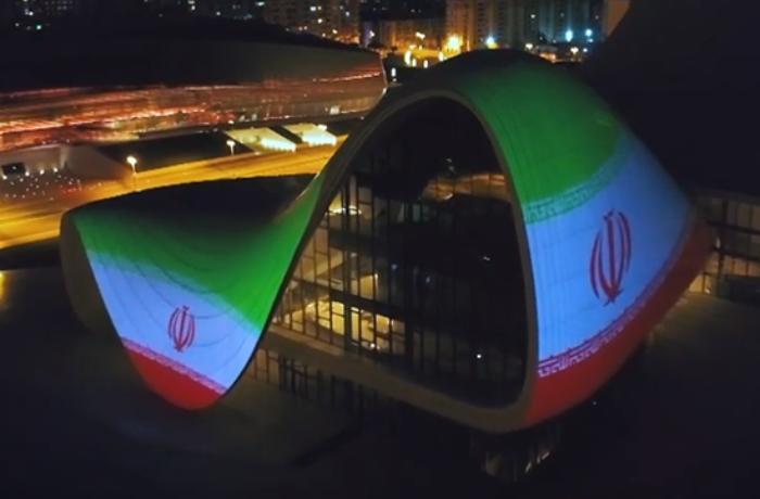 Heydər Əliyev Mərkəzinin binası üzərində İran İslam Respublikasının bayrağı