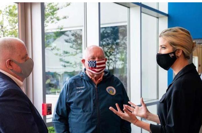 Köməkçisində koronavirus çıxan İvanka Tramp maskada - FOTO