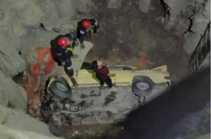 """Gəncədə """"ВАЗ"""" 15 metrlik quyuya düşdü: bir ölü - FOTO"""