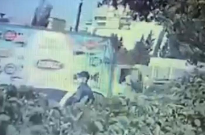 Bakıda maska taxan şəxs maşını bir neçə dəqiqəyə soydu - VİDEO
