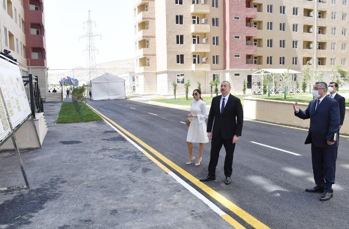 """İlham Əliyev və Mehriban Əliyeva """"Qobu Park-3"""" yaşayış kompleksinin açılışında - VİDEO"""