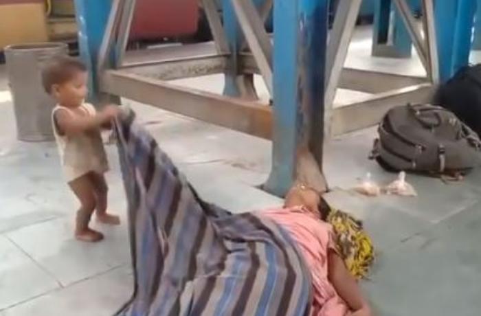 Pandemiya dövründə 2 yaşlı uşağın bu videosu hər kəsi duyğulandırdı - VİDEO