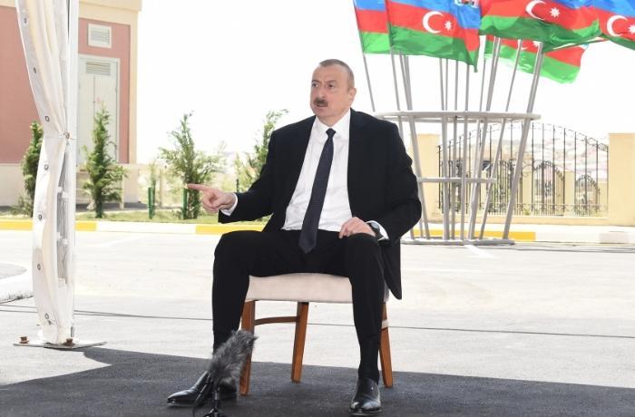 """""""Gözümün qabağında ermənilər Heydər Əliyevin qarşısında fərəqət durmuşdu"""" - Prezident"""