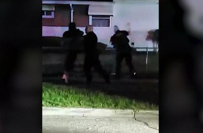 ABŞ polisi bu dəfə qaradərili qadını döydü – VİDEO