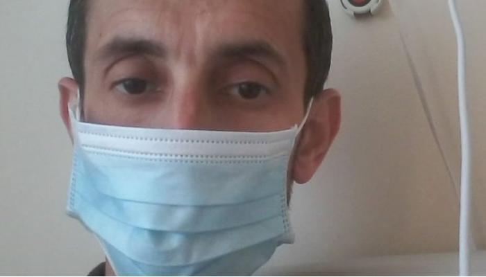 Azərbaycanlı jurnalist koronavirusdan ölən anasının dəfninə qatıla bilmədi