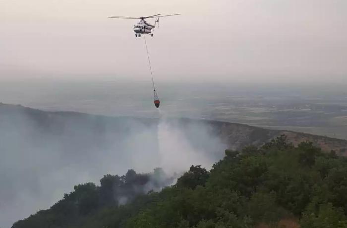 Ağsu aşırımındakı yanğının söndürülməsinə 2 helikopter cəlb edildi - YENİLƏ ...