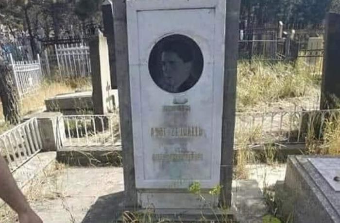 """Dahi Asəf Zeynallının məzarı - """"Onun da qohumu mühüm bir vəzifədə olsaydı"""" - FOTO"""
