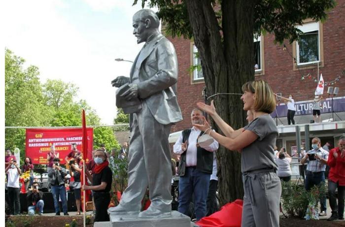 Almaniyada Leninin heykəli ucaldılıb