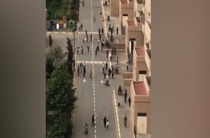 Bakıda karantini kütləvi şəkildə pozanlar polisi görüb evə qaçdı - VİDEO