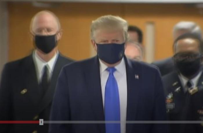 Donald Tramp ilk dəfə maska taxdı – VİDEO