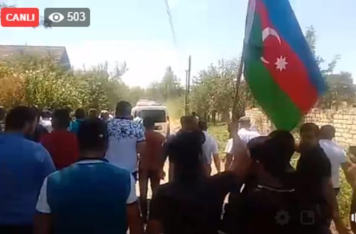 Şəhid Elçin Mustafayev son mənzilə yola salınır - CANLI