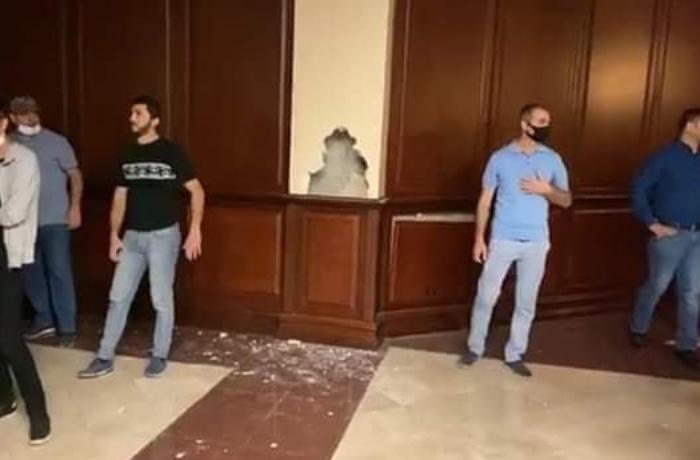 Ötən gecə Milli Məclisin binasına dəyən ziyanın məbləği AÇIQLANDI