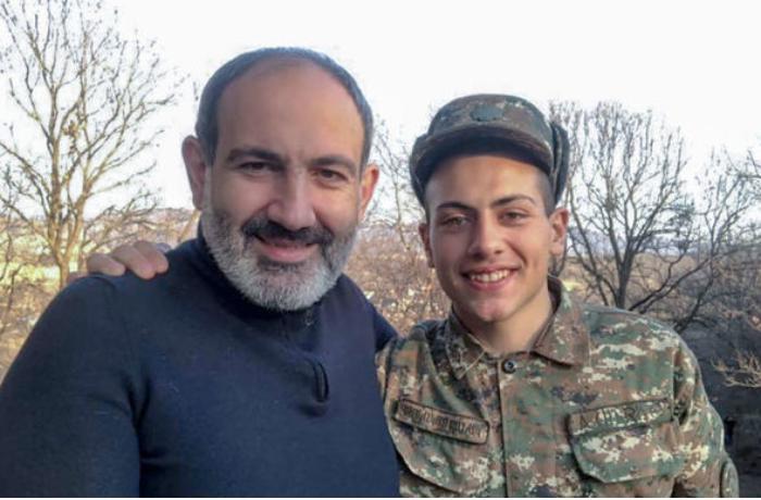 """Rusiya mətbuatı: """"Bu təsadüf ola bilməz, Paşinyanın oğlu tərxis olduqdan 3 gün sonra..."""""""