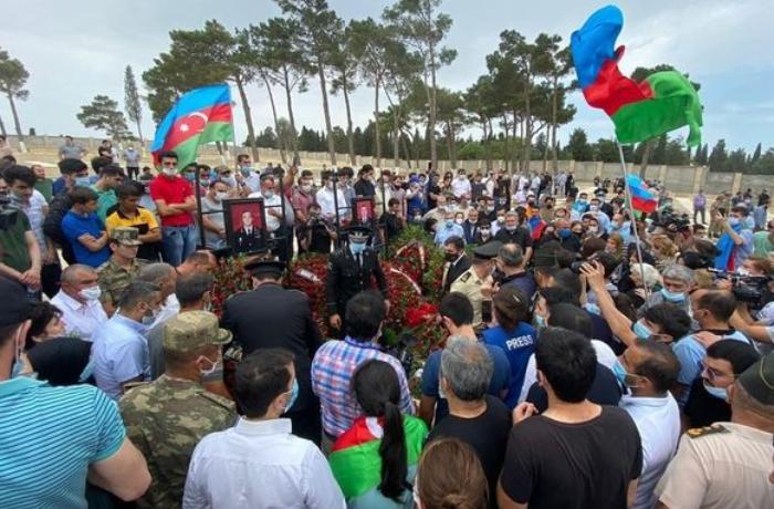 Polkovnik İlqar Mirzəyev II Fəxri Xiyabanda dəfn olunub - VİDEO