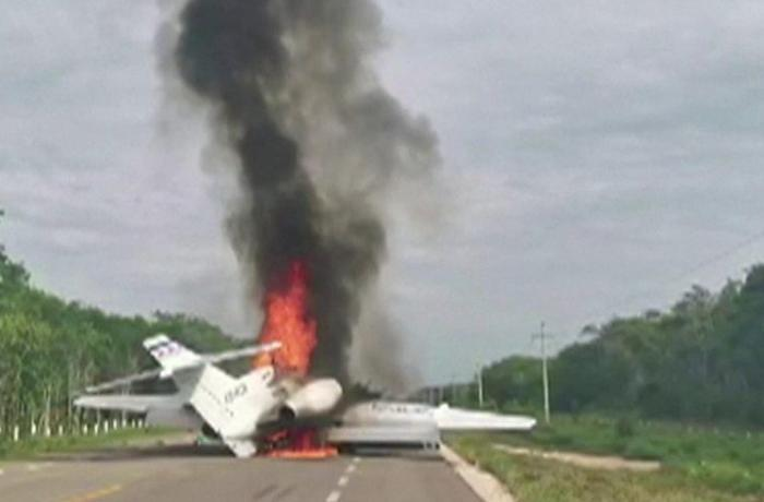 Suspected drug plane bursts into flames in Mexico after highway landing - VIDEO