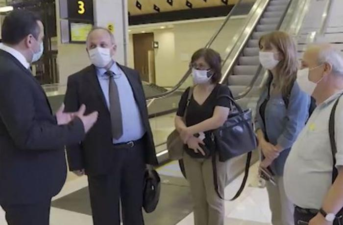 Türkiyə və Rusiyada koronavirus sahəsində çalışan bir qrup mütəxəssis Azərbaycana gətirildi - VİDEO