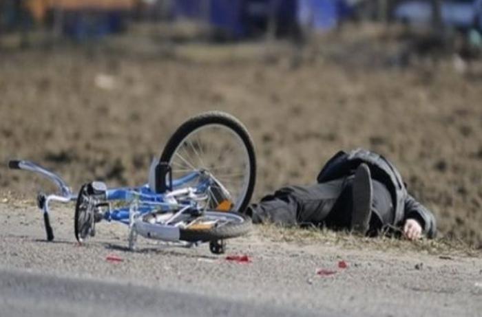 Bakıda avtomobil velosipedçini vurub qaçdı - ANBAAN VİDEO