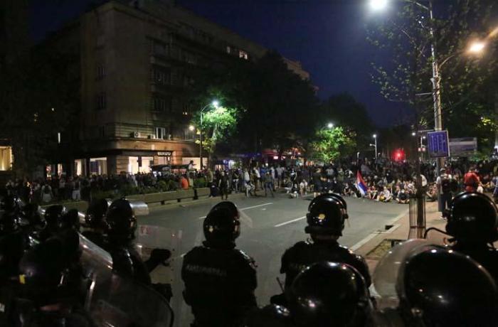 Serbiyada koronavirus səbəbilə qoyulan qadağalara etiraz edildi - 43 polis yaralandı