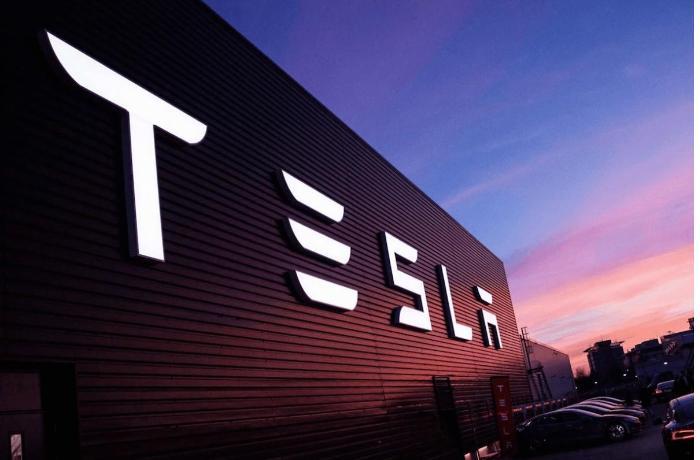 Tesla's Fully Autonomous Vehicles almost ready: E. Musk