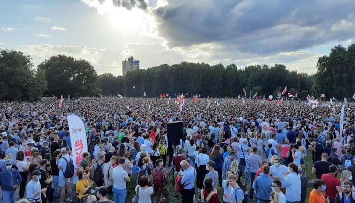 Belarusda seçki sonrası etirazlar davam edir – Zavodlarda tətil başladı - VİDEO