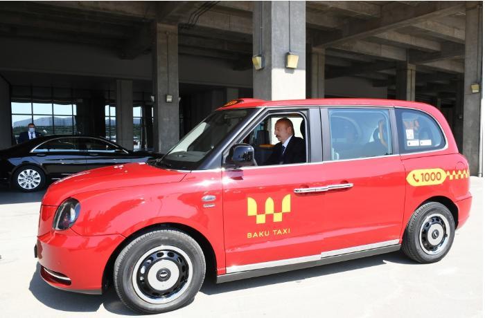 Ильхам Алиев ознакомился с доставленными в Баку новыми «Лондонскими такси» модели ТХ - ВИДЕО