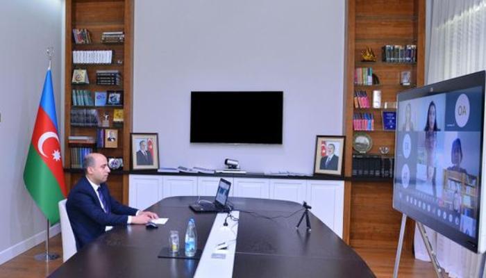 Təhsil naziri müəllim, şagird və valideynlərlə videokonfrans keçirib