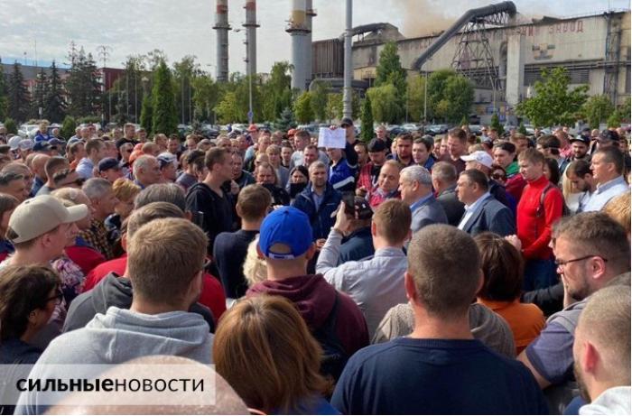 Belarusda daha bir neçə zavod hökumət əleyhinə etiraz aksiyalarına qoşuldu – VİDEO