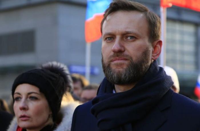 Navalnı komadan çıxdı