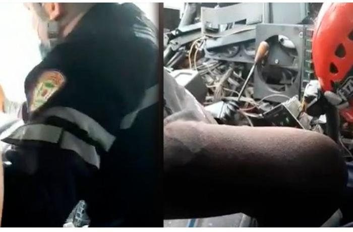 Bakıda qəzaya uğramış maşından sürücünün xilas edilməsi anları - VİDEO