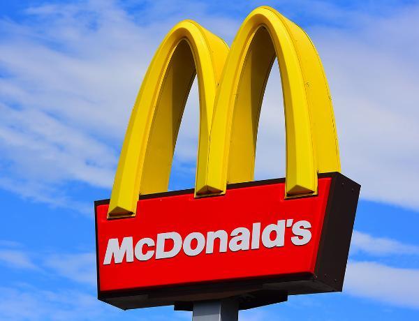 """İngiltərədə """"McDonalds""""da toyuq qızartmasından tibbi maska çıxıb – İDDİA + FOTO"""