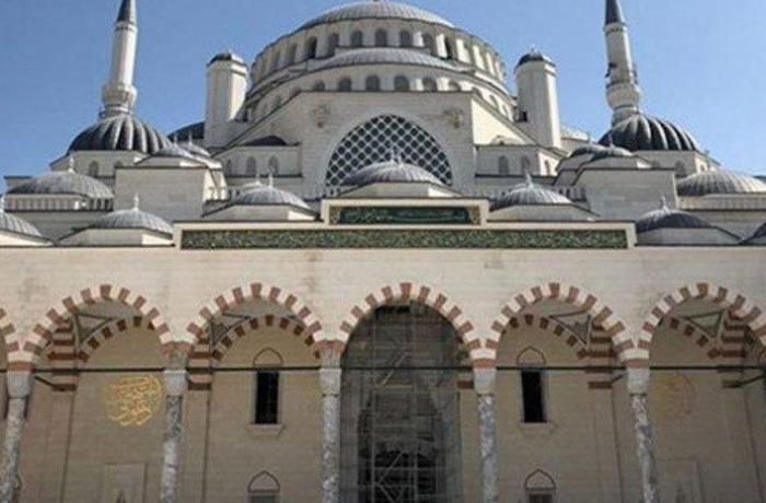 Yunanistan'da tarihi camiye ikinci saldırı!